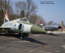 F-102 61032 + F-100 41871 (HE)