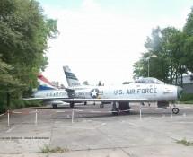 F-86F Sabre 25385 + F-102 61032 (HE)