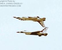f-16a-formatie-2x-thunderbirds-5-en-6-soesterberg-12-6-1984-j-a-engels