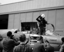 arrival of Dutch F-104 ; press waiting (HE)