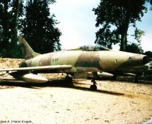 f-100d-super-sabre-11-yf-42130-franse-lm-savigny-26-8-1990-j-a-engels