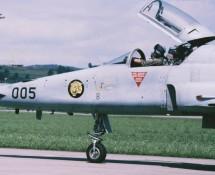 f-5e-tiger 2 j-3005-zwits-lm-dübendorf-27-8-1988-j-a-engels
