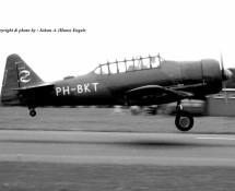 (warbird) north-american-harvard-ph-bkt-ex-klu-b-135-gilze-rijen-26-8-1972-j-a-engels