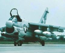 a-7-corsair II-157443-(300)-usn-istrana-17-7-1973-coll j.a.engels