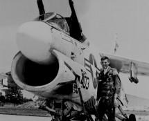 a-7-corsair II-157574-(403)-pilot-us-navy-istrana-7-1973-coll-j-a-engels