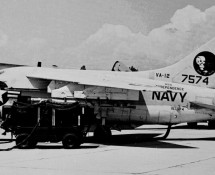 a-7-corsair II-157574-(403)-us-navy-istrana-7-1973-coll-j-a-engels