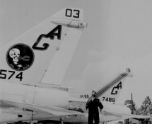 a-7-corsair II-157574 (403)-en-157489-staarten-us-navy-istrana-7-1973-coll-j-a-engels