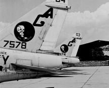 a-7-corsair II-157578-(404)-en-157574 (403)-us-navy-staarten-istrana-7-1973-coll-j-a-engels