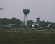 saab-gripen + f-16-k-lu in de landing-vkl-7-10-2010-j-a-engels