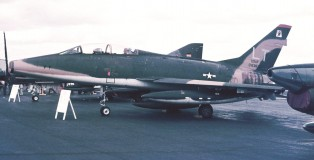 F-100F Super Sabre O-63876 LT (48TFW 494TFS) Wiesbaden 13-6-1971 J.A.Engels