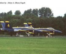 F-18 Hornet USN Blue Angels 3+4 Leeuwarden 16-6-2006 J.A.Engels